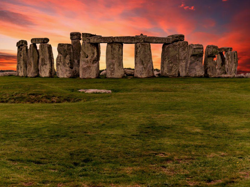 Pueta de sol en Stonehenge